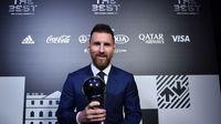 record: מסי נבחר לשחקן השנהשל FIFA cover image